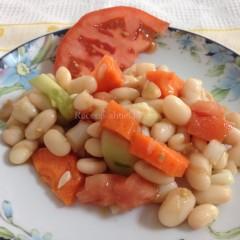 Ensalada de alubias blancas y verduras del huerto