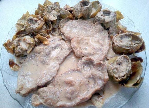Alcachofas y chuletas con almendras